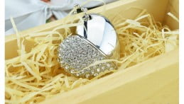 Crystal Heart USB Flash Drive Image 5